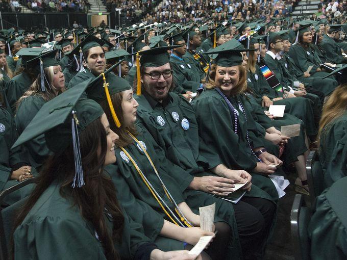 635656754152671117-EMU-graduation-14