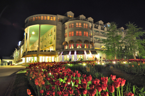 grand-hotel-at-night